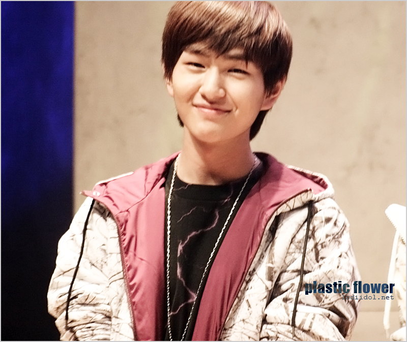 Onew: Onew Non-Stop Smiling!!I Heart Another Couple!! The OnHo